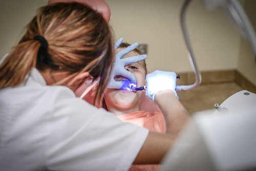 Un nouveau chirurgien-dentiste sur trois est diplômé à l'étranger