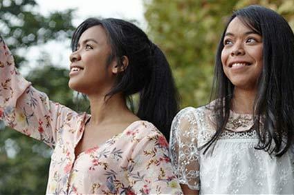 Ansta et Mendrika, étudiantes en santé et chanteuses
